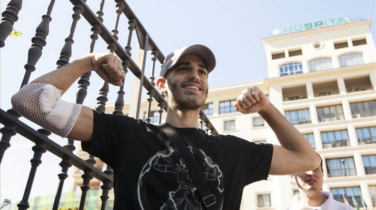 Pablo Ráez, el joven que precisa un trasplante de médula, a su salida del hospital el pasado agosto.