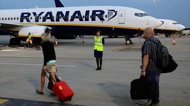 Los tripulantes de cabina de Ryanair ultiman la convocatoria de huelga para este verano