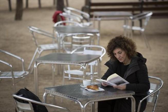 Patrícia Font, desayunando en el chiringuito Aigua.