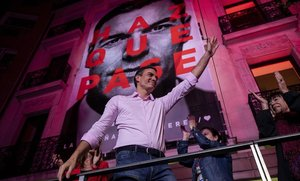 Pedro Sánchez, en la sede del PSOE tras conocerse los resultados electorales.
