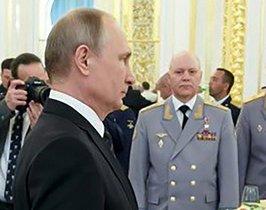 Putin y Korobov, durante una recepción militar en junio del año pasado.