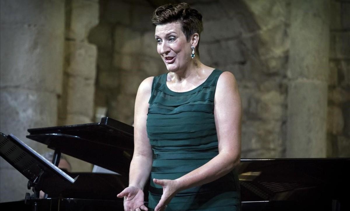 La mesosoprano Sarah Connolly, durante su actuación en la Schubertiada de Vilabertran, el 24 de agosto.