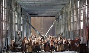 Una escena coral de La muerte de Danton, de Gottfried von Einem,en una nueva producción de la Staatsoper de Viena.