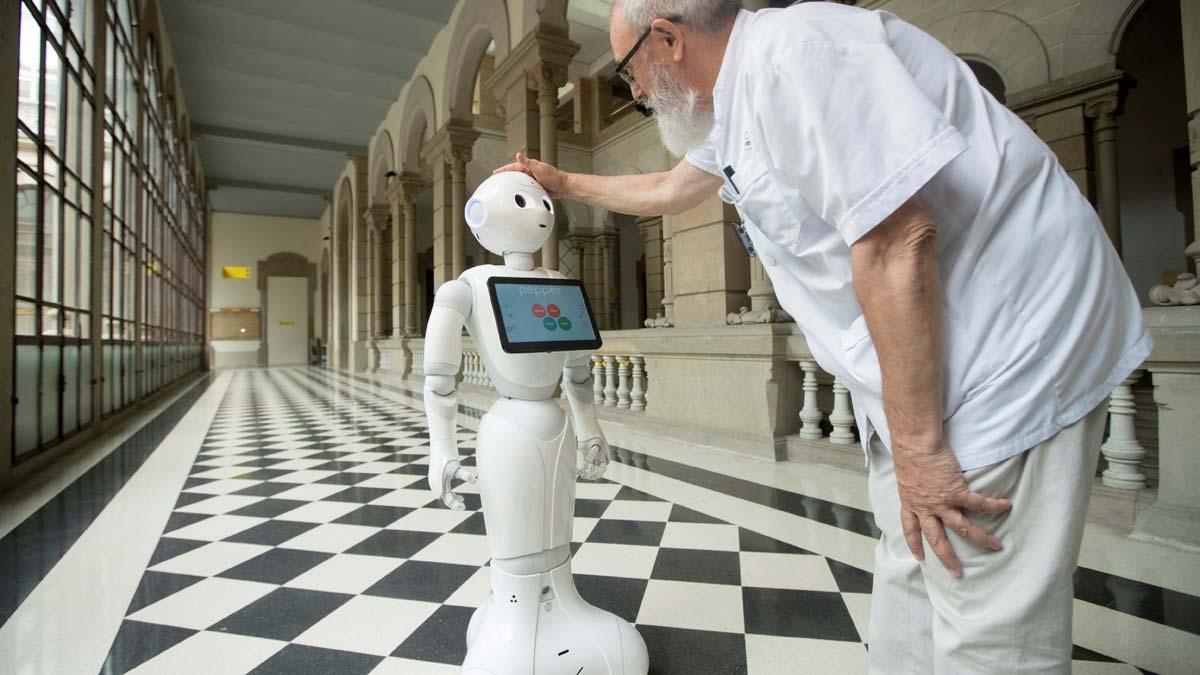 El robot Pepper tratará con pacientes del Clínic y de Sant Joan de Déu.