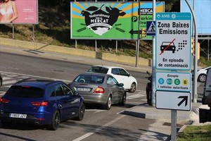 Rondas limpias 8Señales de zona de baja emisión a la altura del tanatorio de L'Hospitalet de Llobregat.