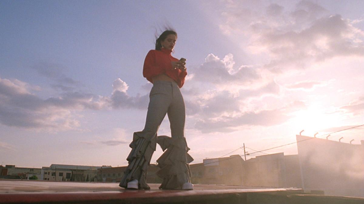 Rosalía, en el videoclip de Pienso en tu mirá