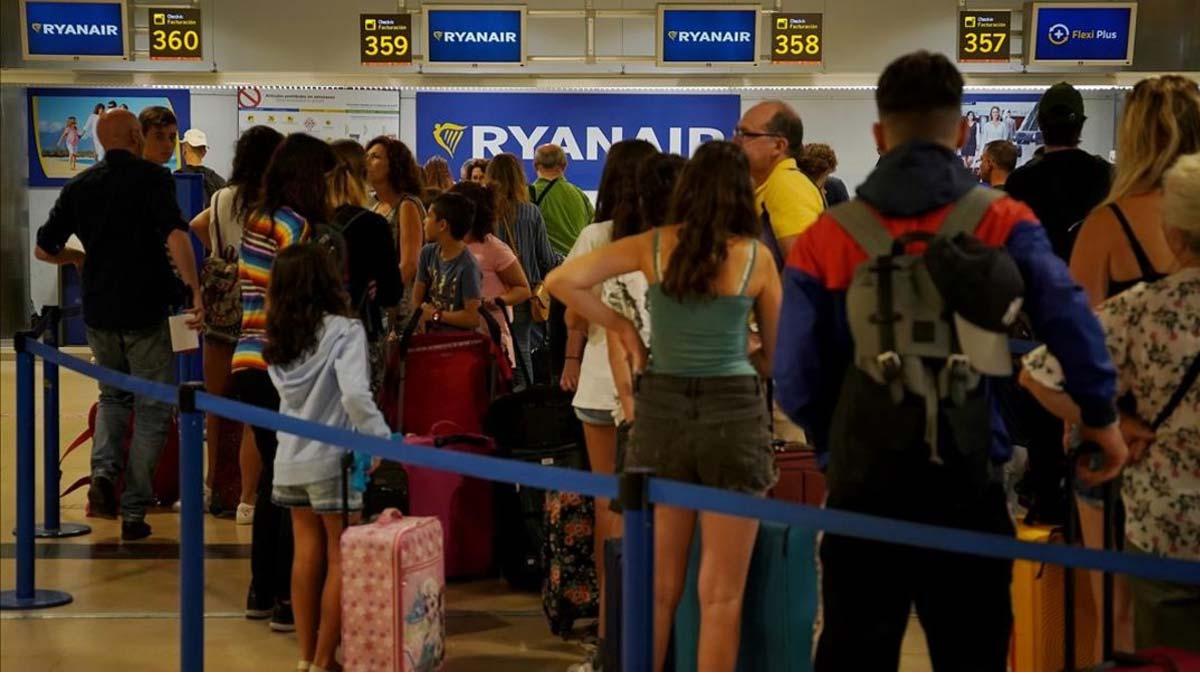 Ryanair cobrarà l'equipatge de mà a partir del novembre