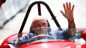 Stirling Moss al volante de n Ferrari 750 Monza.