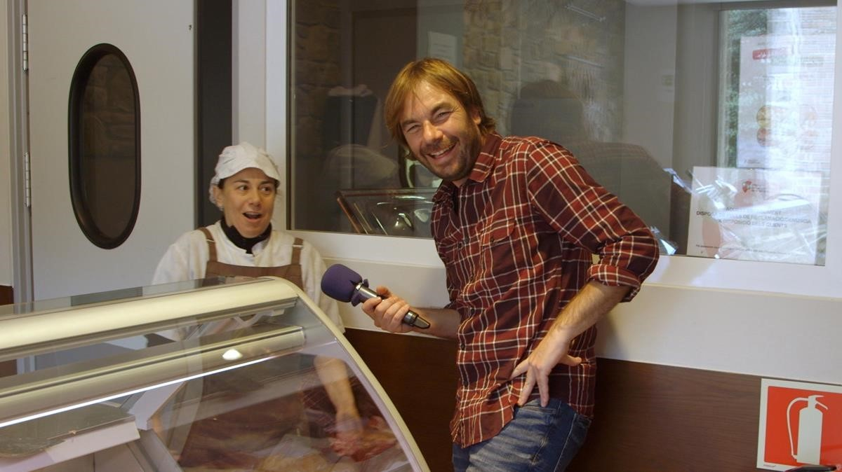 Quim Masferrer, en el programa de TV-3 El foraster, durante su visita a La Vall den Bas.