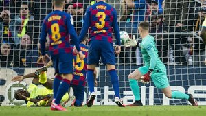 Ter Stegen, con una triple parada, evitó el empate del Getafe en el Camp Nou.