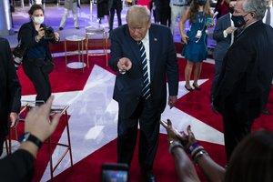 El magnate estadounidense también se ha quejado del mal trato que está recibiendo del Servicio de Impuestos Internos.