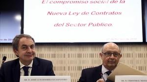 El ministro Cristobal Montorojunto al expresidente del GobiernoJose Luis Rodriguez Zapatero en una jornada sobre la Ley de Contratos.