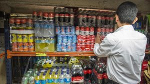 Bebidas azucaradas en un supermercado.