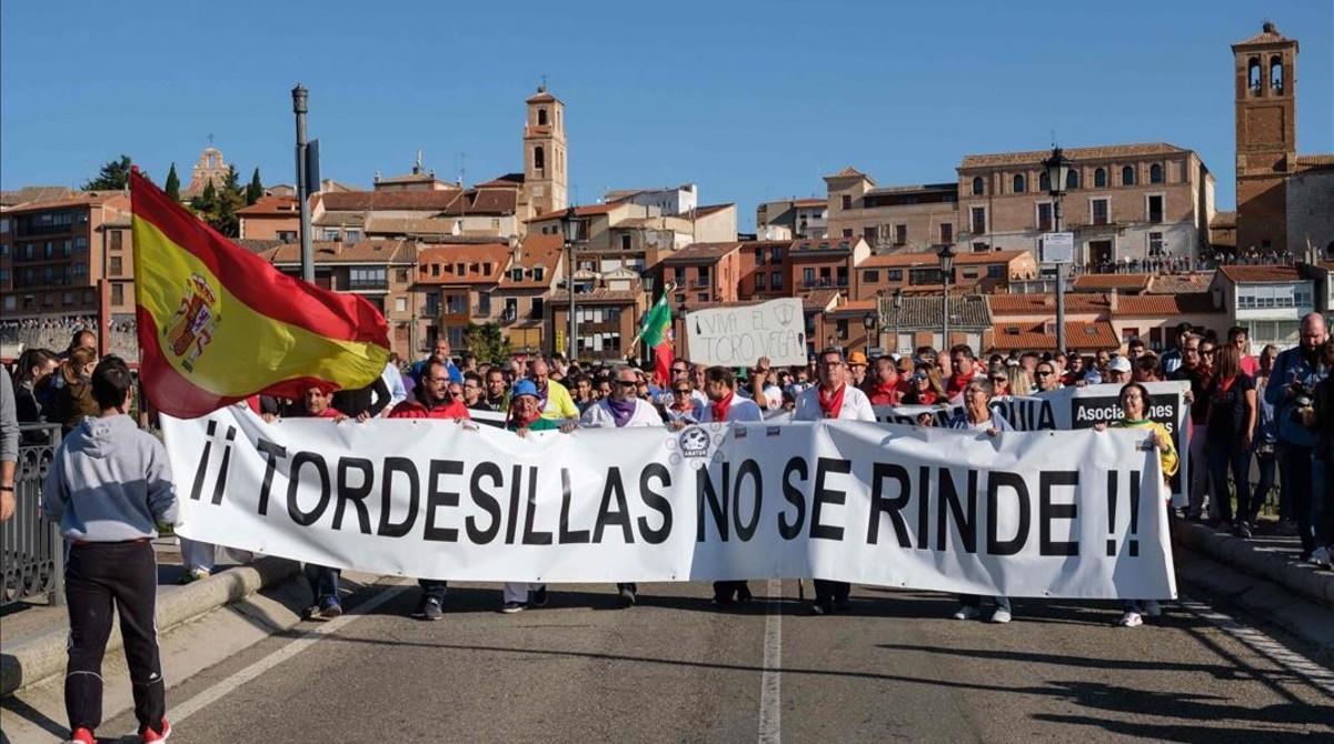 Manifestación a favor del Toro de la Vega con la muerte del astado.