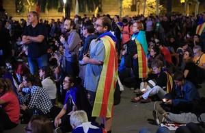 Decepción entre los independentistas, en Lluís Companys, tras escuchar al president Puigdemont.
