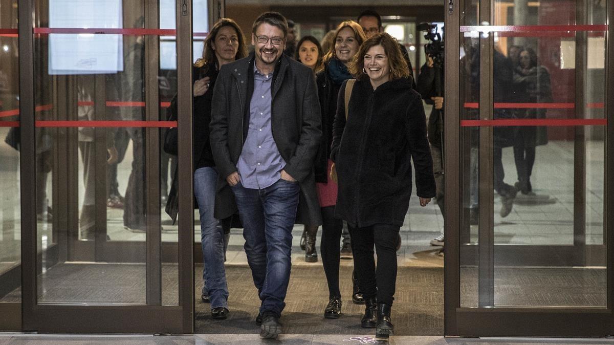 Domènech y Elisenda Alamany llegan a la sede electoral de Catalunya en Comú, este jueves.