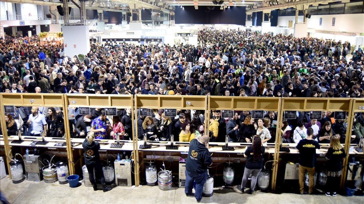 Multitudinaria asistencia al Beer Festival de la Farga.