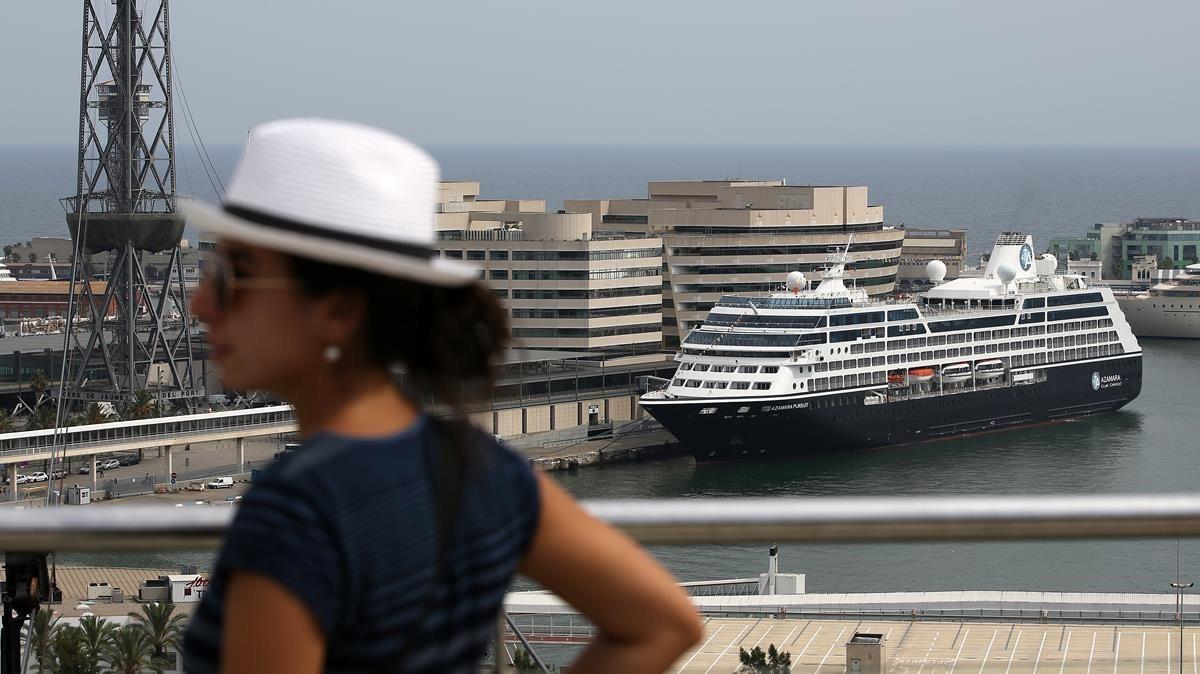 El nuevo Azamara Pursuit, en su primera visita en el muello de Barcelona, este 12 de septiembre.