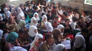 La casa del profesor de Taiz abarrotada de niños.