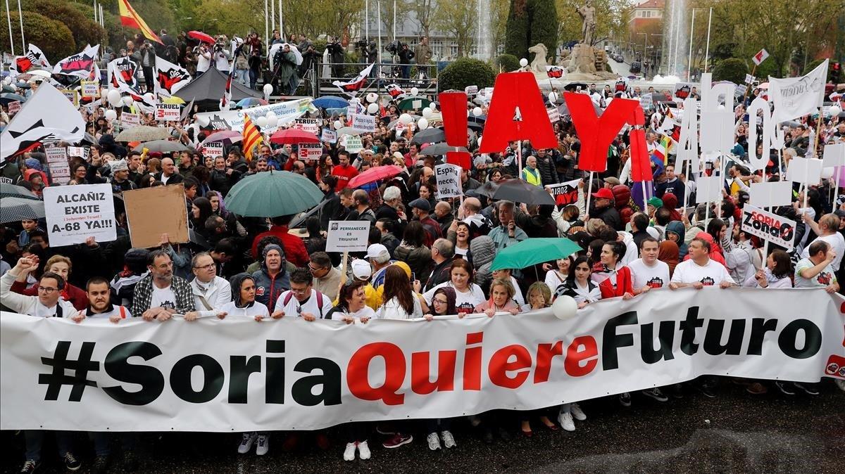 La manifestación deLa Revuelta de la Espana Vaciada enla plaza de Neptuno de Madrid con una participación multitudinaria.