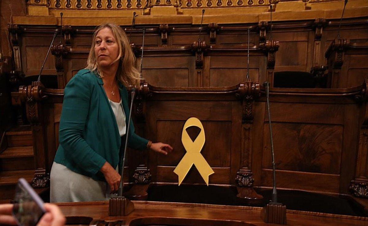 Un llaç groc a la cadira buida de Joaquim Forn