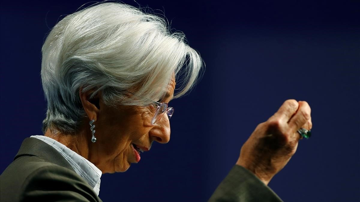 """Lagarde anuncia una """"revisión estratégica"""" de la política monetaria del BCE a corto plazo"""