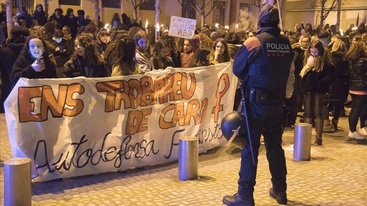 Concentración contra las agresiones sexuales registradas en Manresa, el pasado domingo.