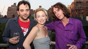 Adam Schlesinger, a la izquierda, con el guitarrista de Fountains of Wayne Jody Porter y la actrizKathryn Tucker, en el 2008.