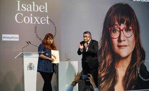 El ministro de de Cultura y Deporte,JoséManuel Rodriguez Uribes,en la entrega del Premio Nacional de Cine a Isabel Coixet en el Festival de San Sebastián.