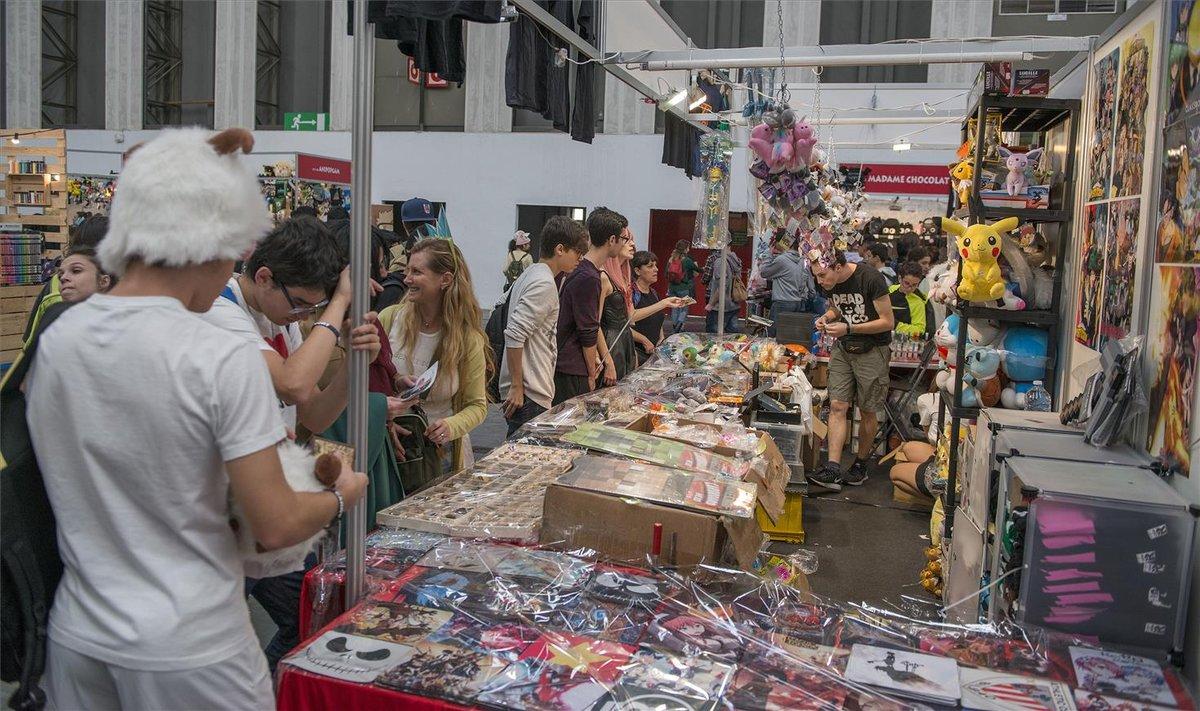 Zona de compras en el Salón del Manga del 2017.