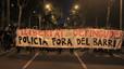 Set mossos s'asseuran al banc dels acusats per pegar a uns manifestants a dins d'un portal