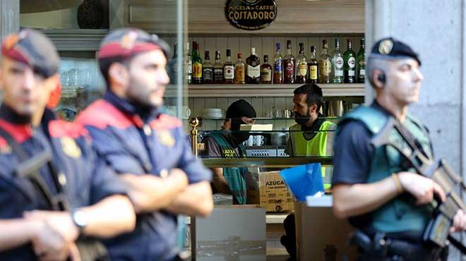 Detinguts assisteixen al registre en loperació contra la Camorra napolitana