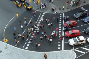 Paso de peatones de la Plaza España de Barcelona.