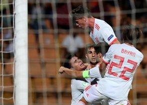 Los jugadores de España sub-19 celebran uno de los goles ante Portugal en la final del Europeo de la categoría.
