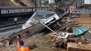 Accidente del tren Alvia en Angrois, en julio del 2013.