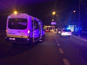Servicios de emergencia y seguridad en el lugar del accidente.