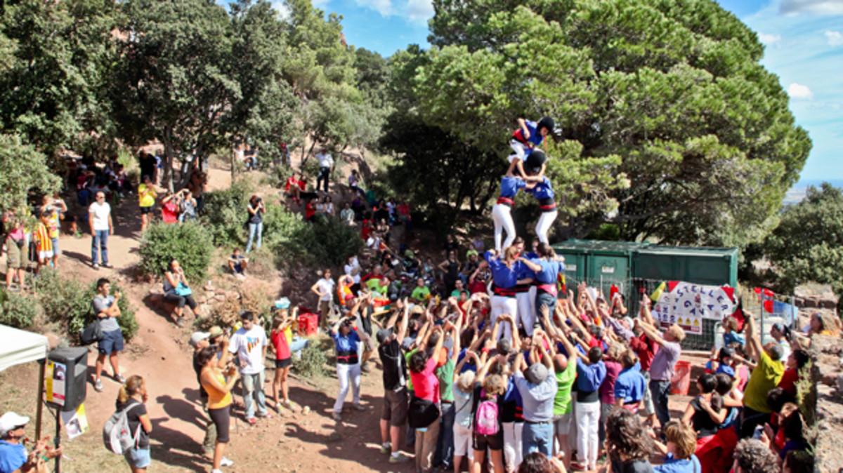 La actuación de los Castellers de Gavà es uno de los actos incluidos en el Aplec de Sant Miquel
