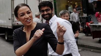 Una joven latina gana por sorpresa las primaria demócratas en Nueva York