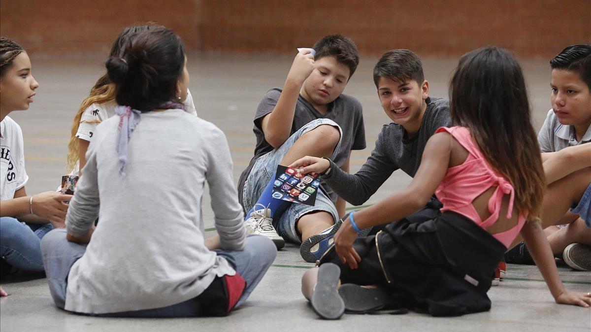 Alumnos de primero de ESO del instituto escuela El Til·ler de Barcelona, este martes.