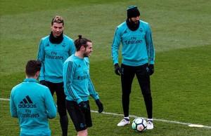 Bale, Ronaldo y Benzema, durante el entrenamiento de este viernes en Valdebebas.