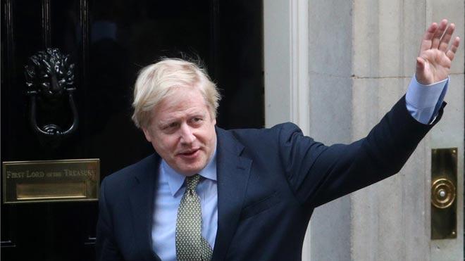 Boris Johnson llega al palacio de Buckingham para ser investido primer ministro.