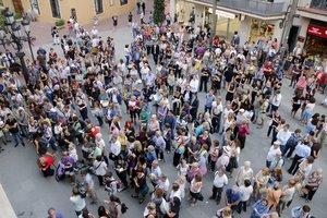 Desenes de persones es concentren a Terrassa per condemnar l'assassinat de Mònica Borràs