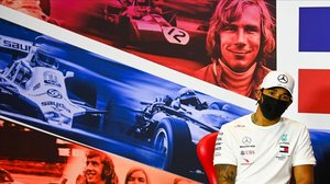 El campeón Lewis Hamilton, hoy, en el circuito de Silverstone.