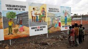 Carteles con medidas de prevención del ébola en la República Democrática del Congo.
