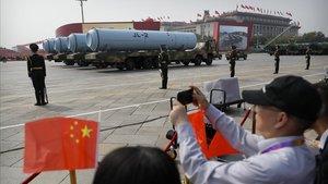 China celebra el 70 aniversario de su fundación, con un desfile militar y misiles.
