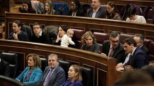 Ladiputada de Podemos Carolina Bescansa llevó su hijo a la sesión constitutiva de la legislatura, en enero del 2016, en el Congreso, parar evidenciar los problemas de la mujer para conciliar.