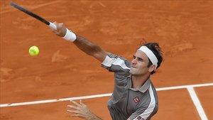 Federer durante su partido contra Wawrinka en los cuartos de final de Roland Garros.