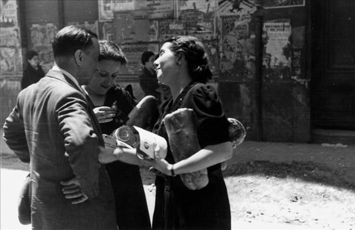 Reparto de pan en Castellón en 1938.