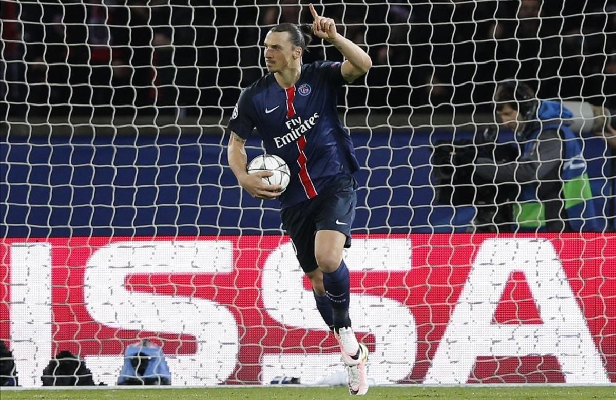Ibra celebra su gol en París.