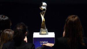 Imagen del trofeo del Mundial femenino de Francia.